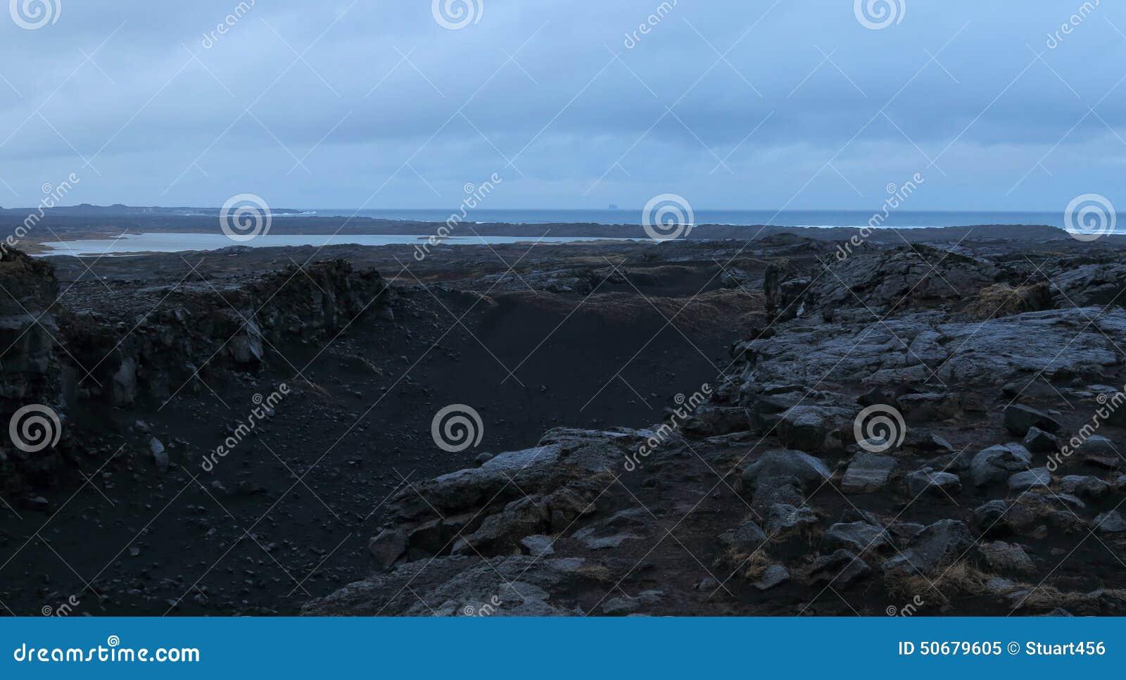 Download 在大陆之间的桥梁,冰岛 库存图片. 图片 包括有 beauvoir, 北部, 裂口, 贿赂, 构造, 自然 - 50679605
