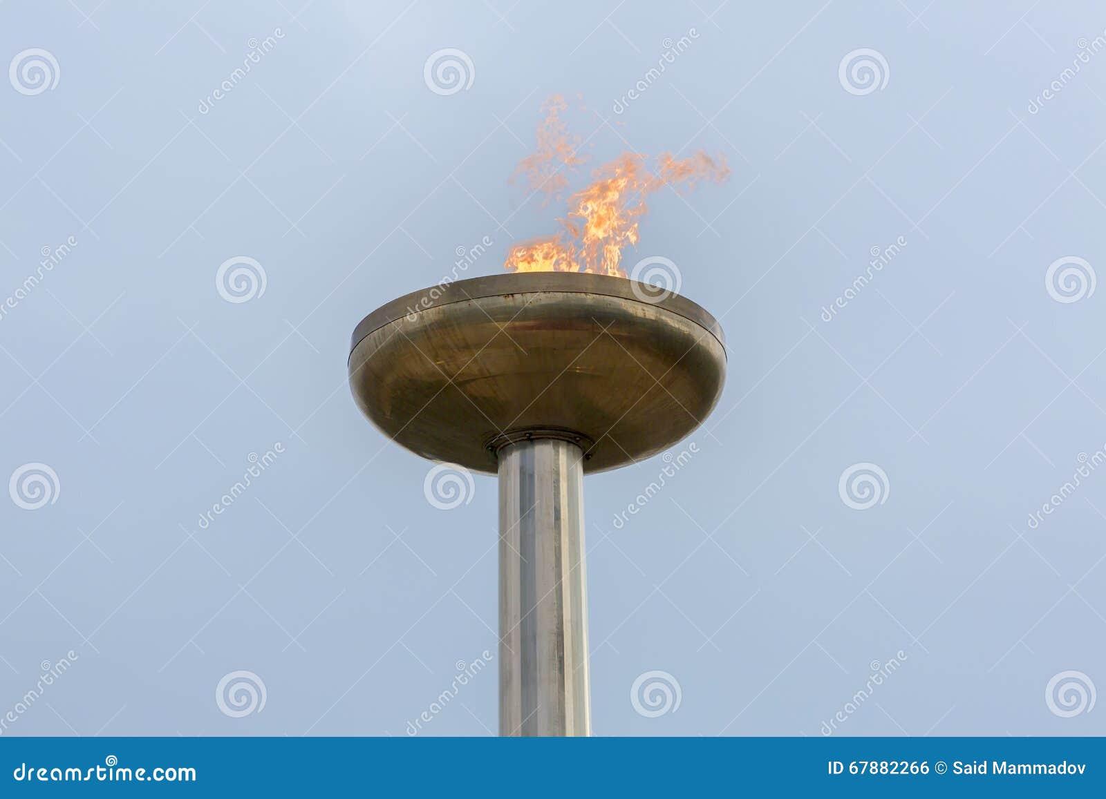 在天时间的火焰状火炬
