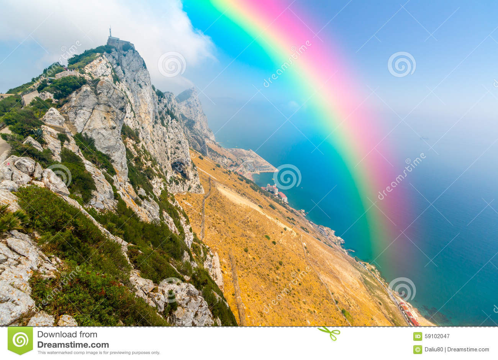 在天空的美丽的彩虹