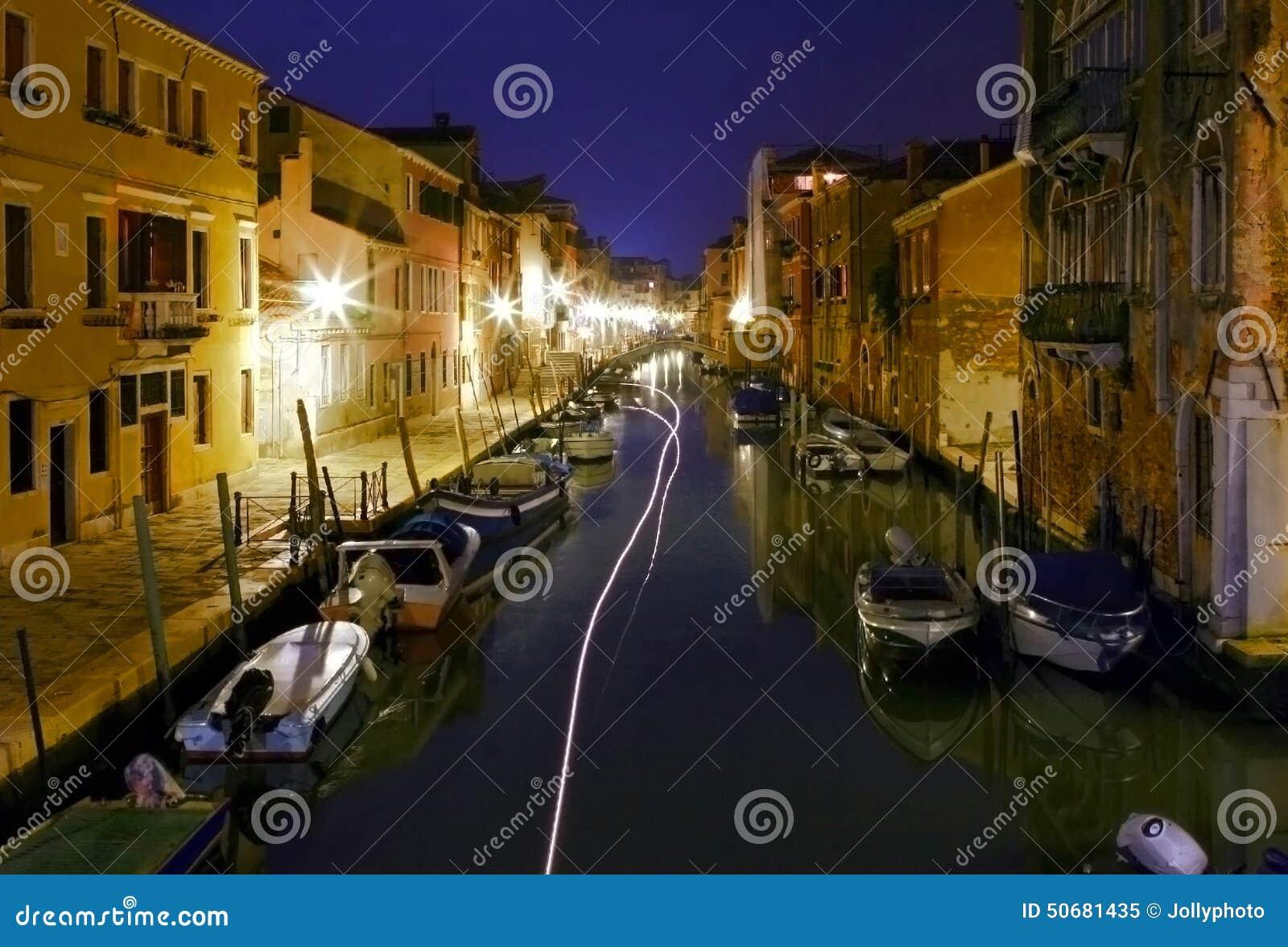 Download 在威尼斯运河的鬼魂Vhip在夜之前 库存图片. 图片 包括有 线索, 的adolphe, 小船, 无形, 海运 - 50681435