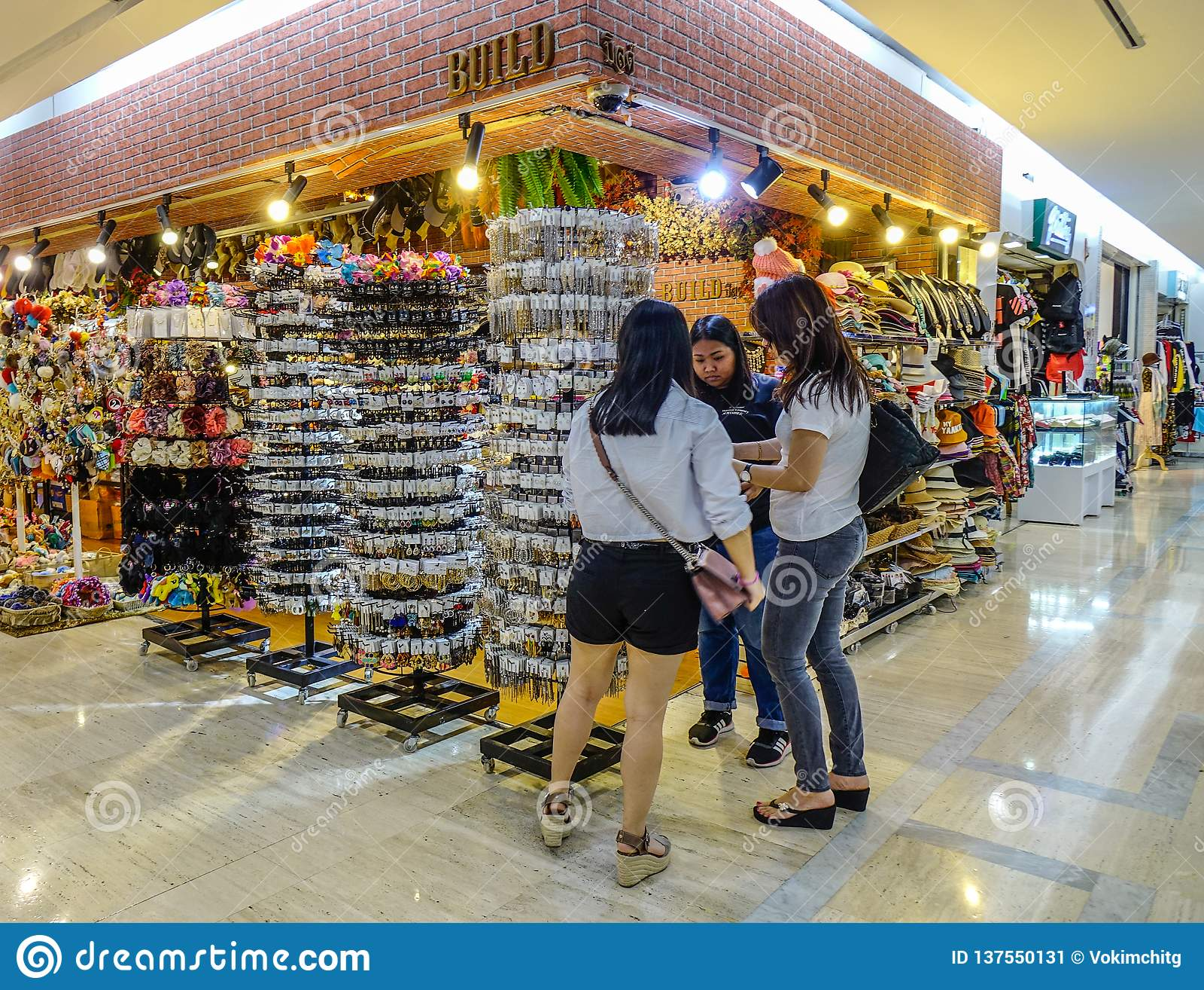 在安博凯购物中心的纪念品店在曼谷