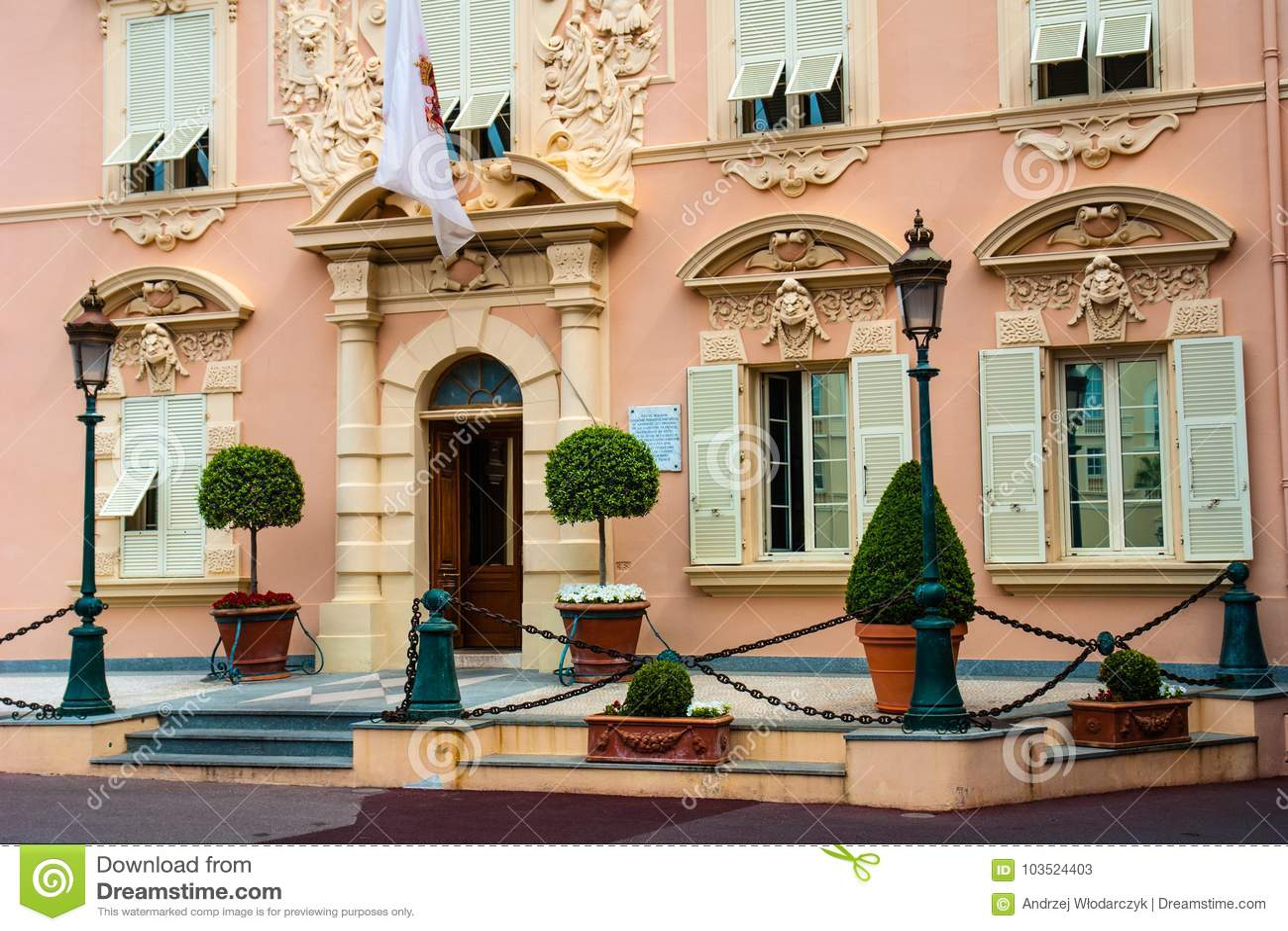 在宫殿正方形的公开力量大厦在蒙地卡罗,摩纳哥