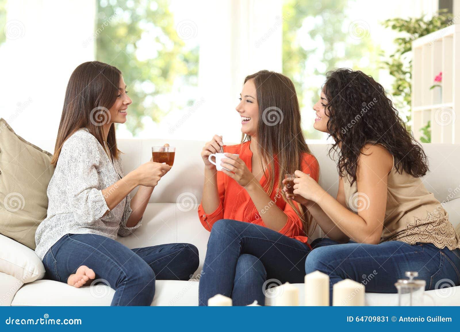 在家谈话三个的朋友