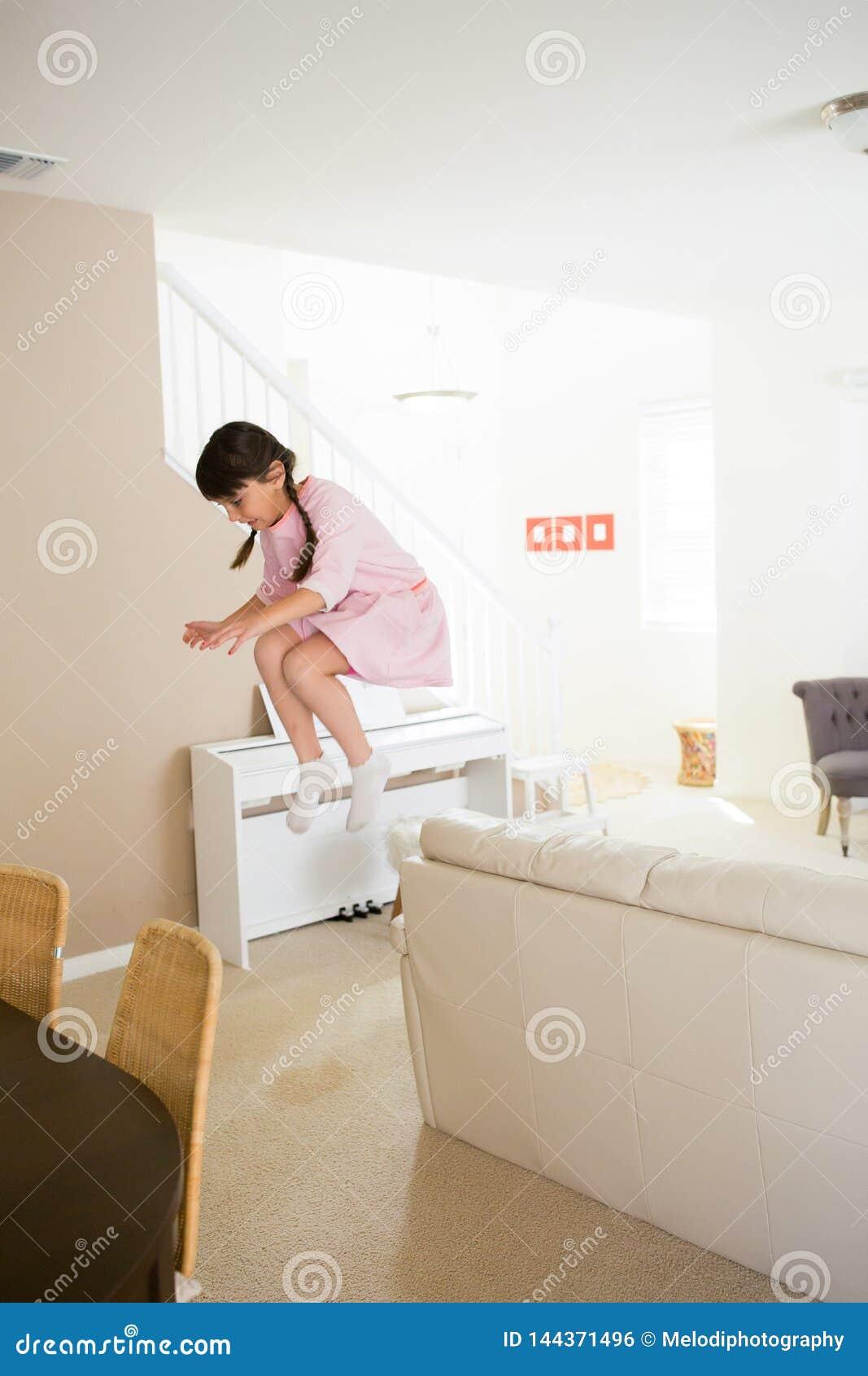 在家跳的女孩