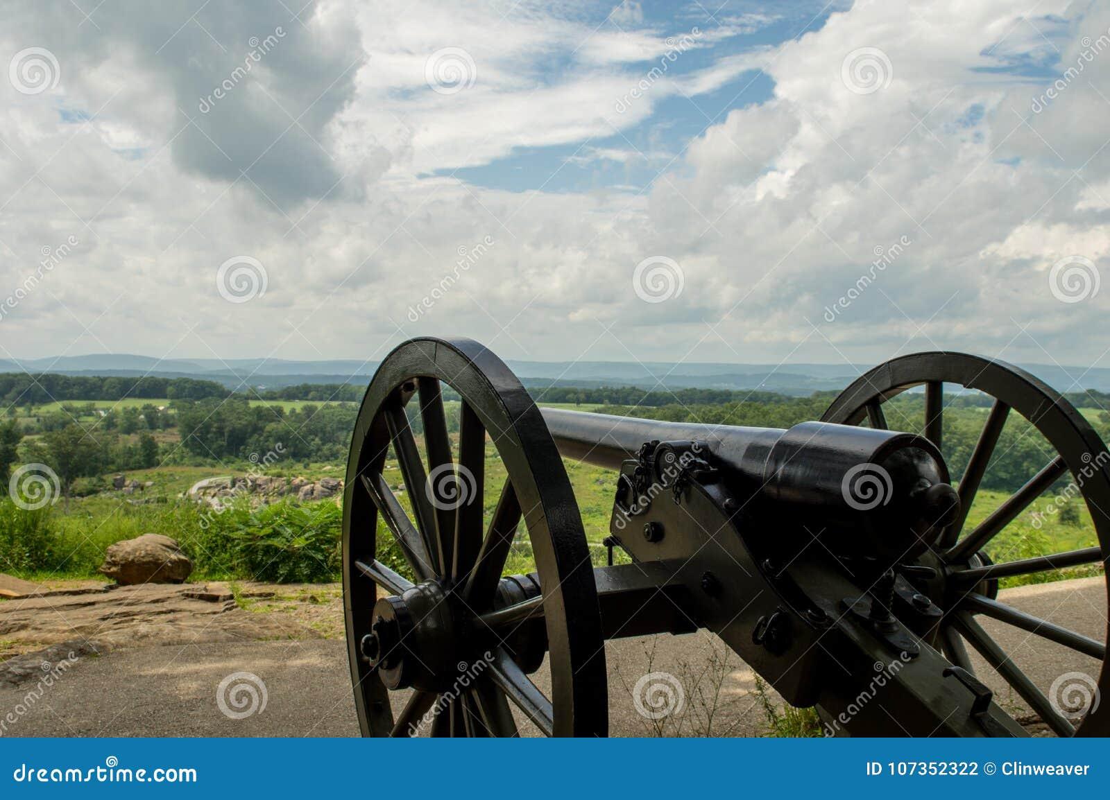 在小山顶的大炮