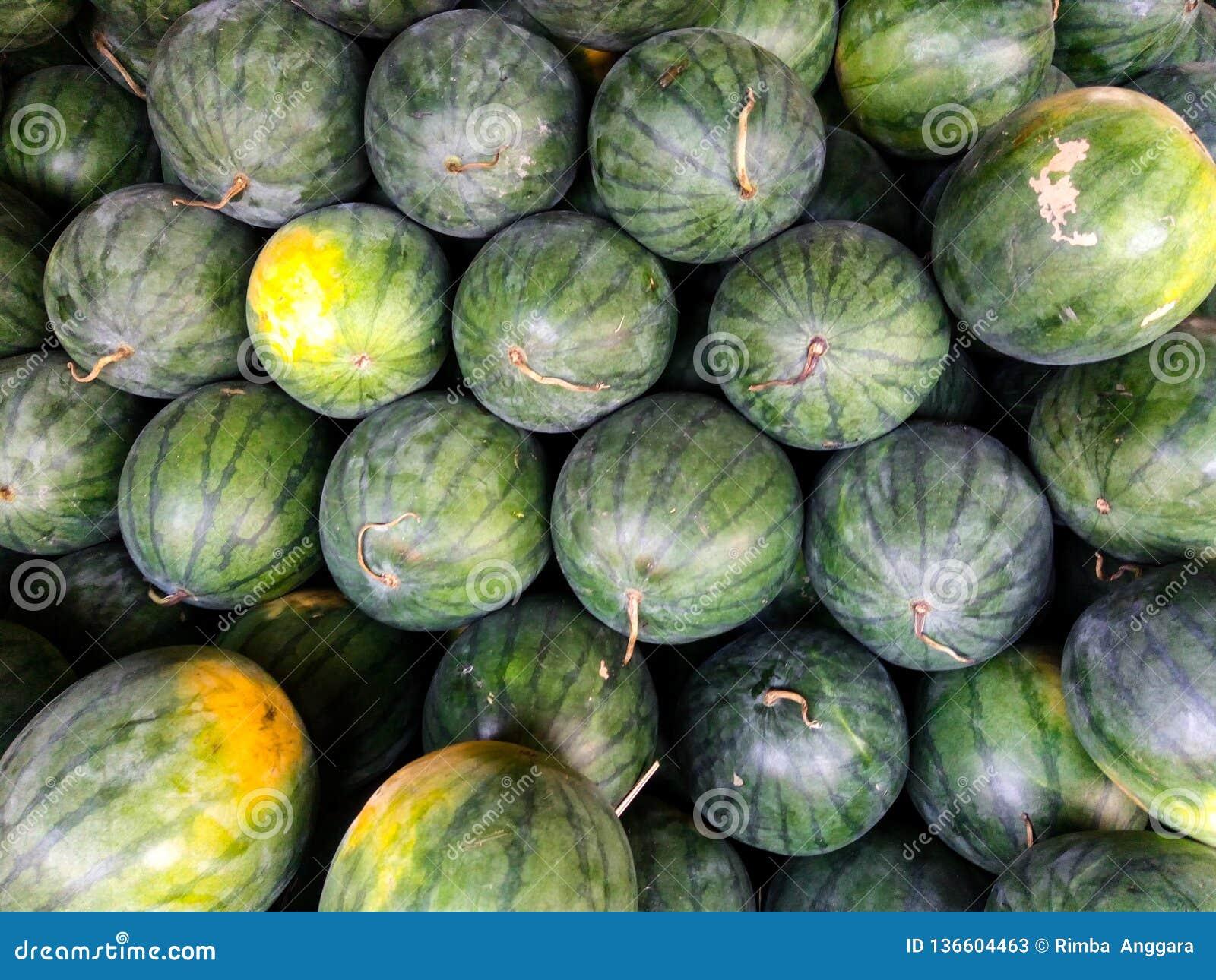 在小组的甜绿色西瓜