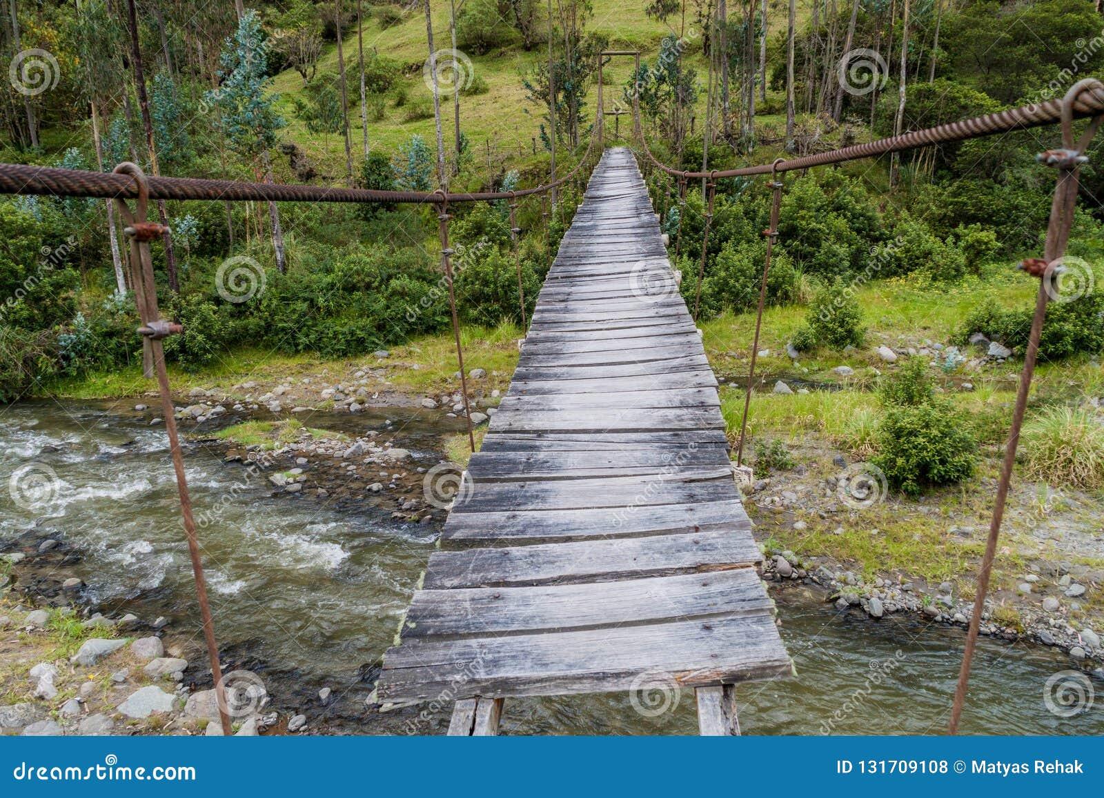 在小船桥日好的9月暂挂水之下