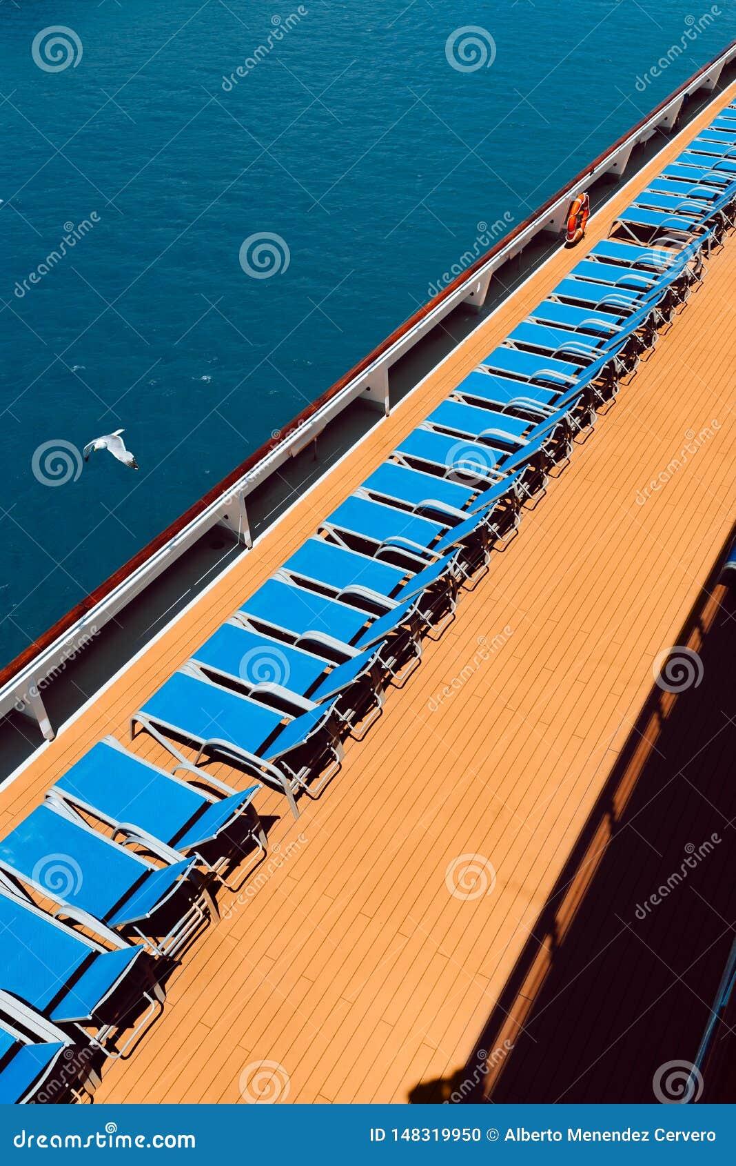 在小船的Sunbeds