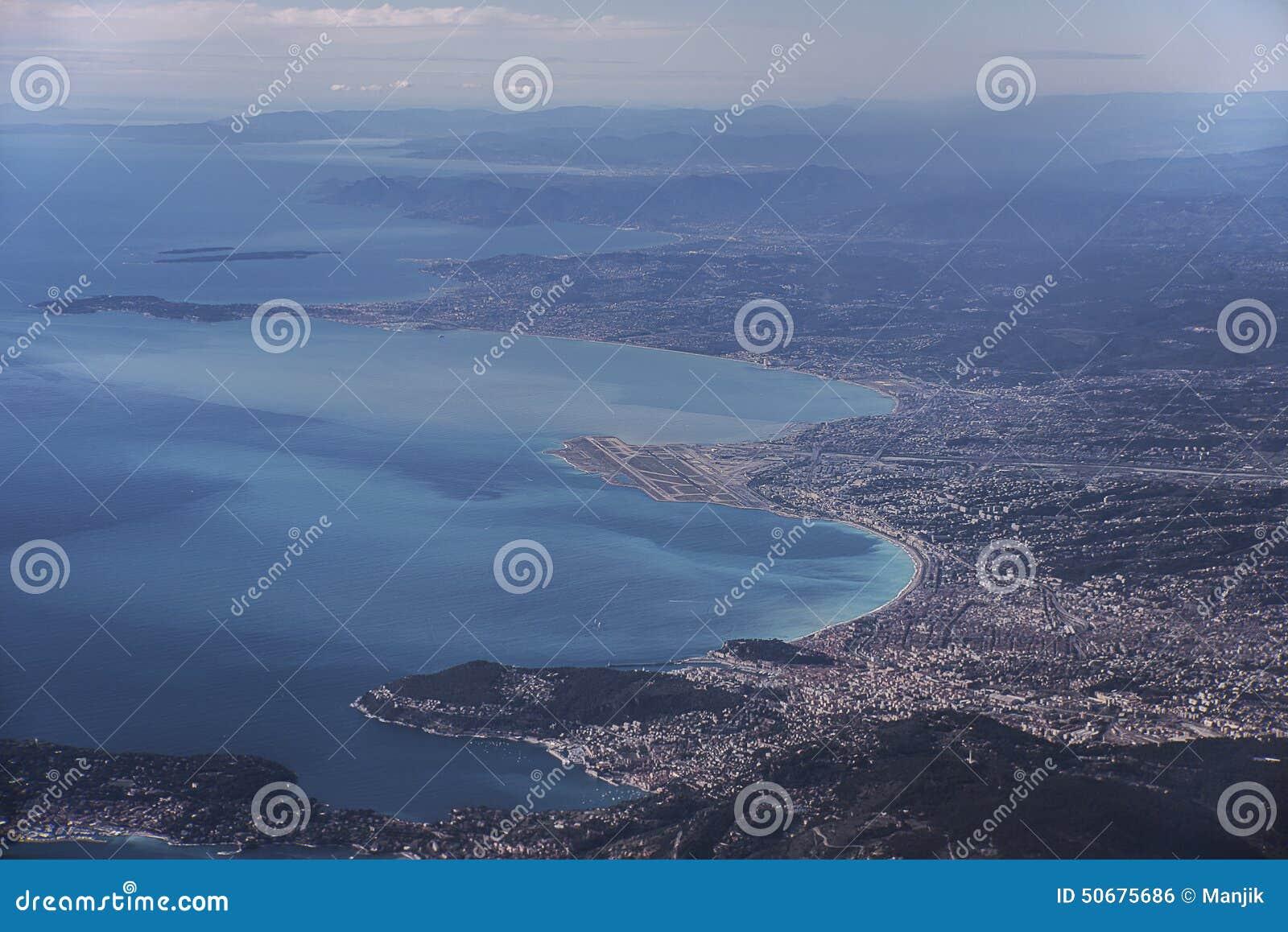 Download 在尼斯法国的鸟瞰图 库存照片. 图片 包括有 全景, 法国, 天蓝色的, 旅游业, 里维埃拉, 横向, 豪华 - 50675686