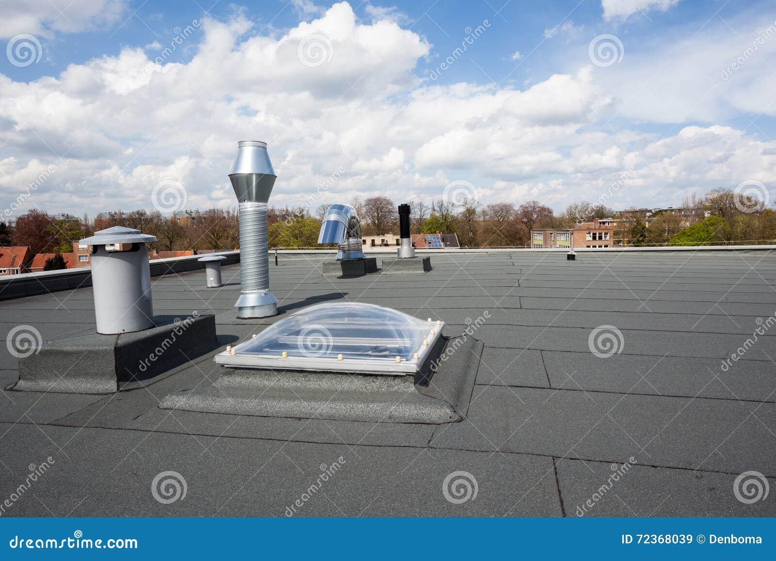 在屋顶的烟囱