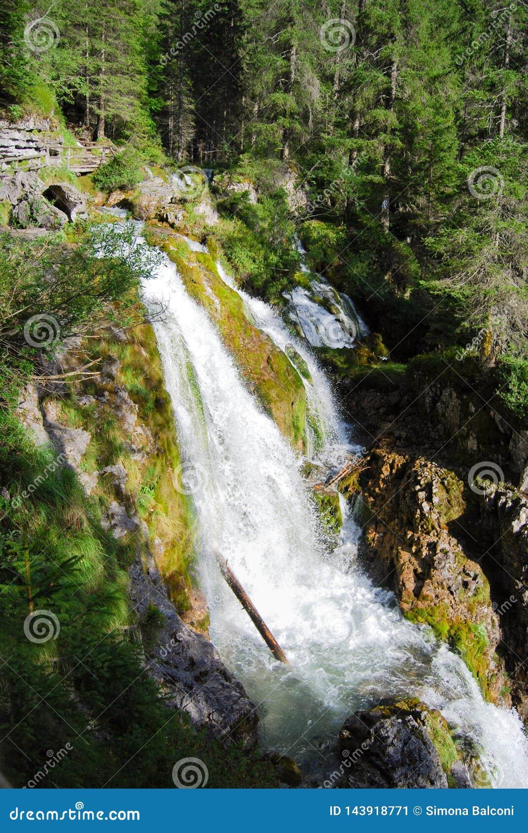 在山的三瀑布