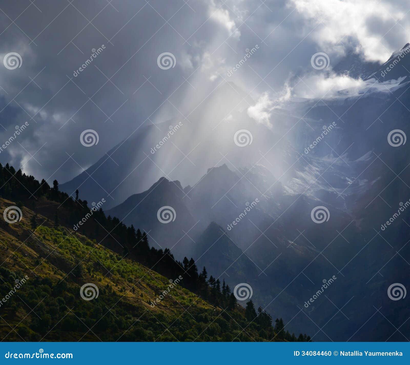 在山的光束