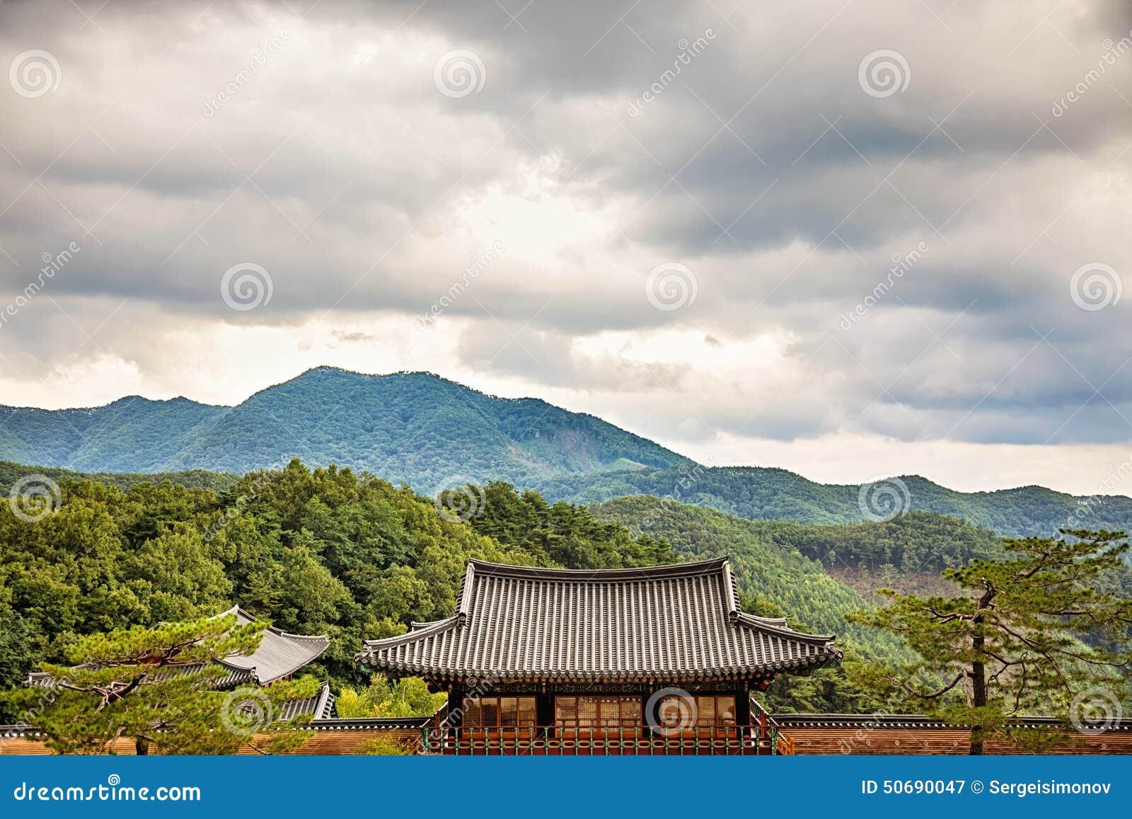 Download 在山的和尚寺庙在韩国 库存图片. 图片 包括有 韩文, 天空, 文化, 聚会所, 传统, 寺庙, 镇痛药 - 50690047