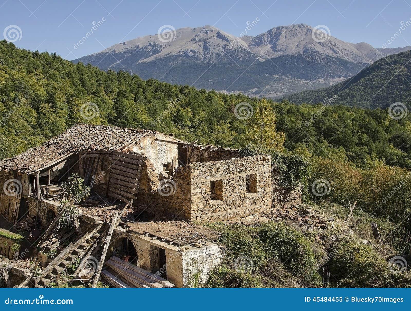 在山的废墟
