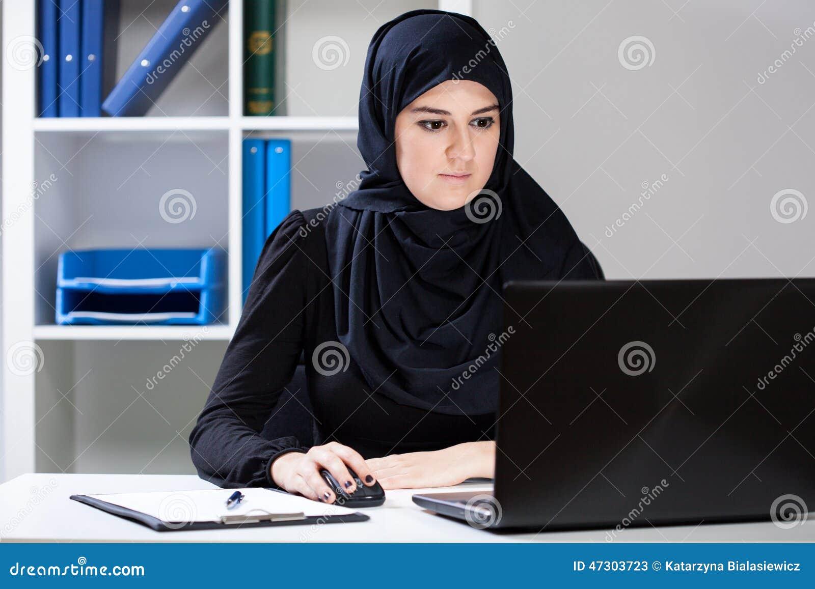 在工作期间的女性穆斯林