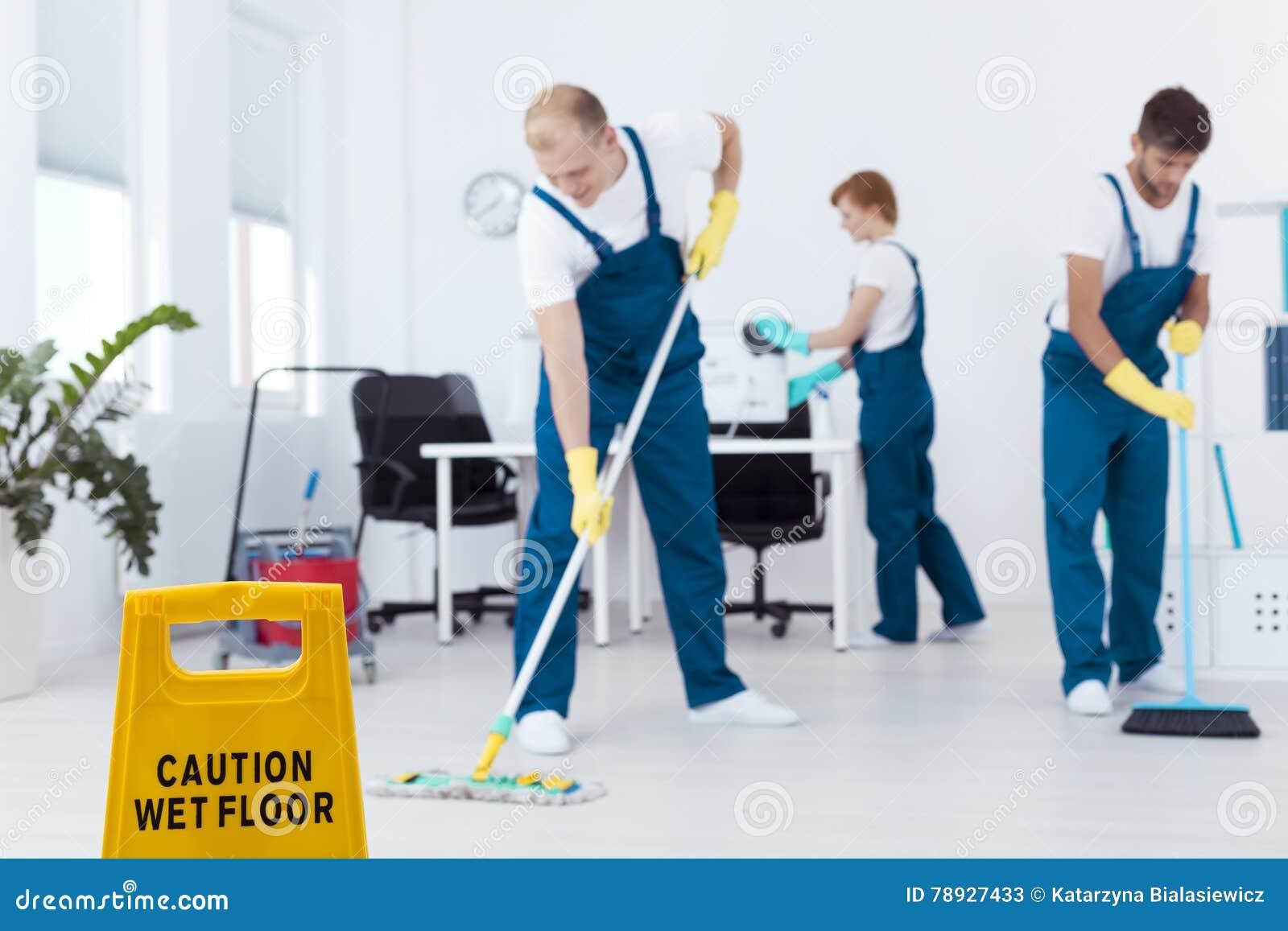 在工作期间的擦净剂