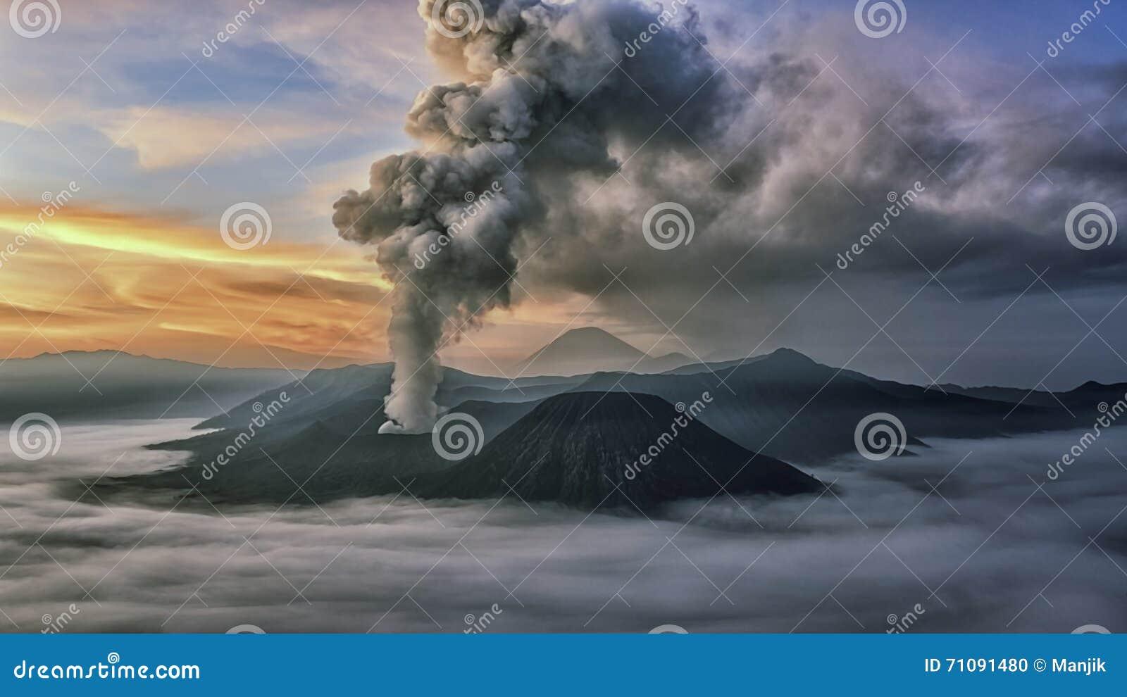 在布罗莫火山的活动在清早