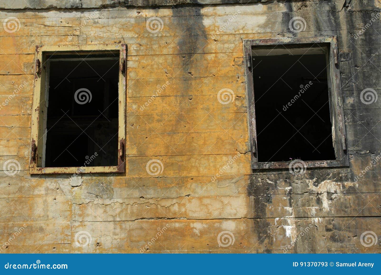 在希特勒地堡的Windows在马尔吉瓦勒,埃纳省,在法国的北部的Picardie