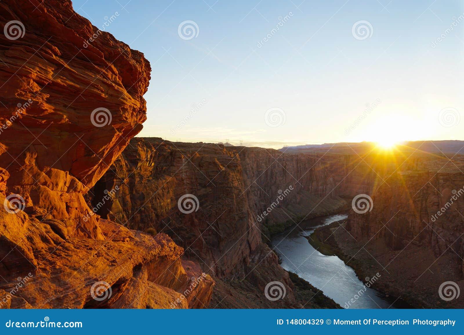 在幽谷峡谷亚利桑那的日落