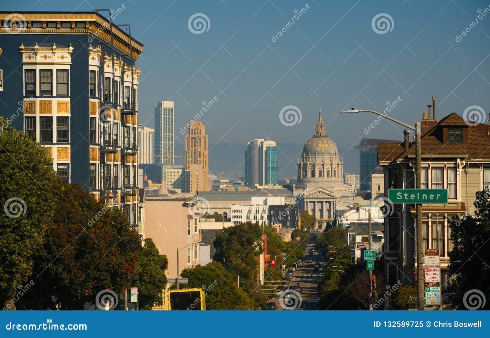 在弗尔顿街旧金山加利福尼亚下的政府大厦Buidling