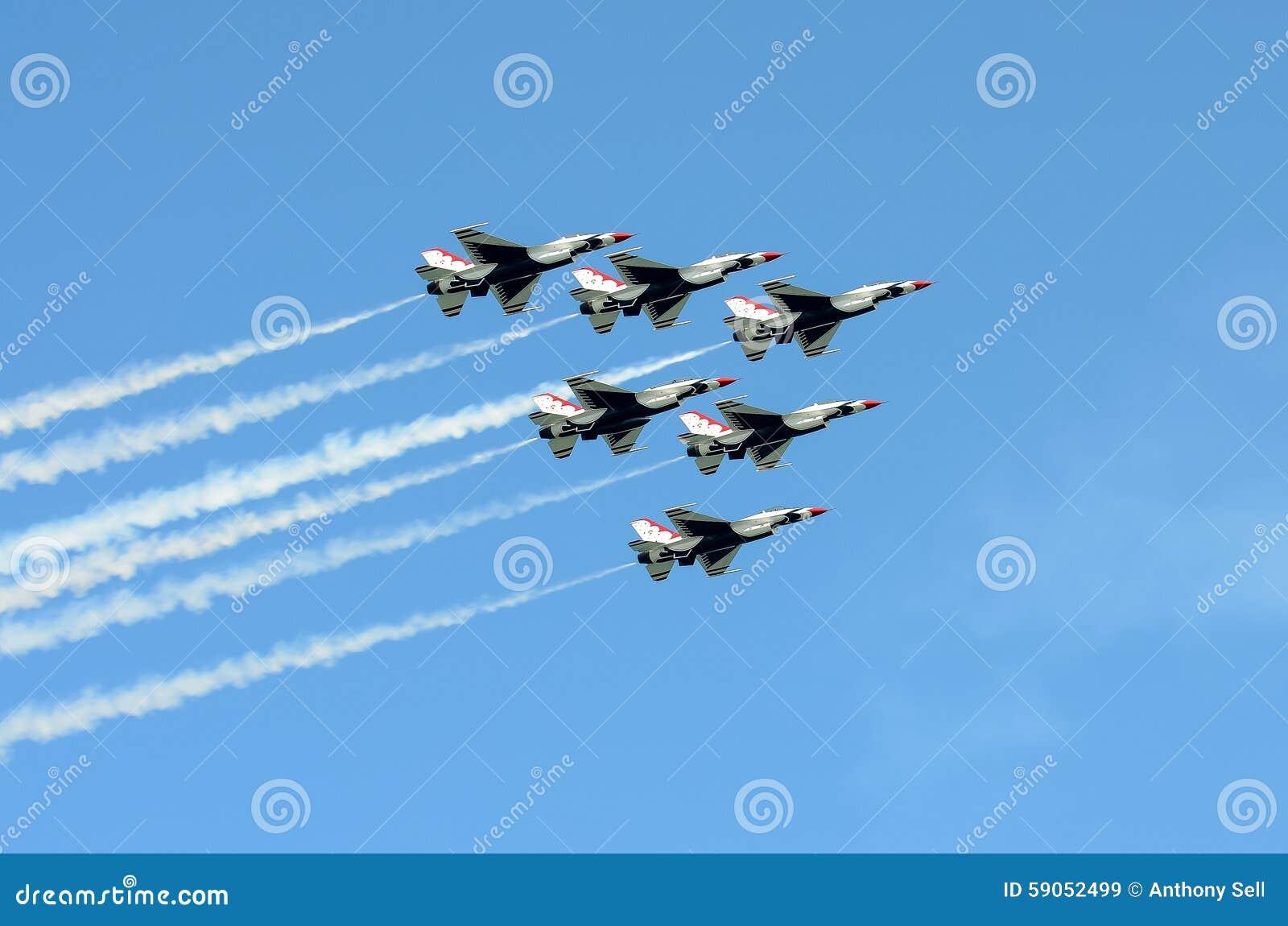 在形成的美国空军雷鸟