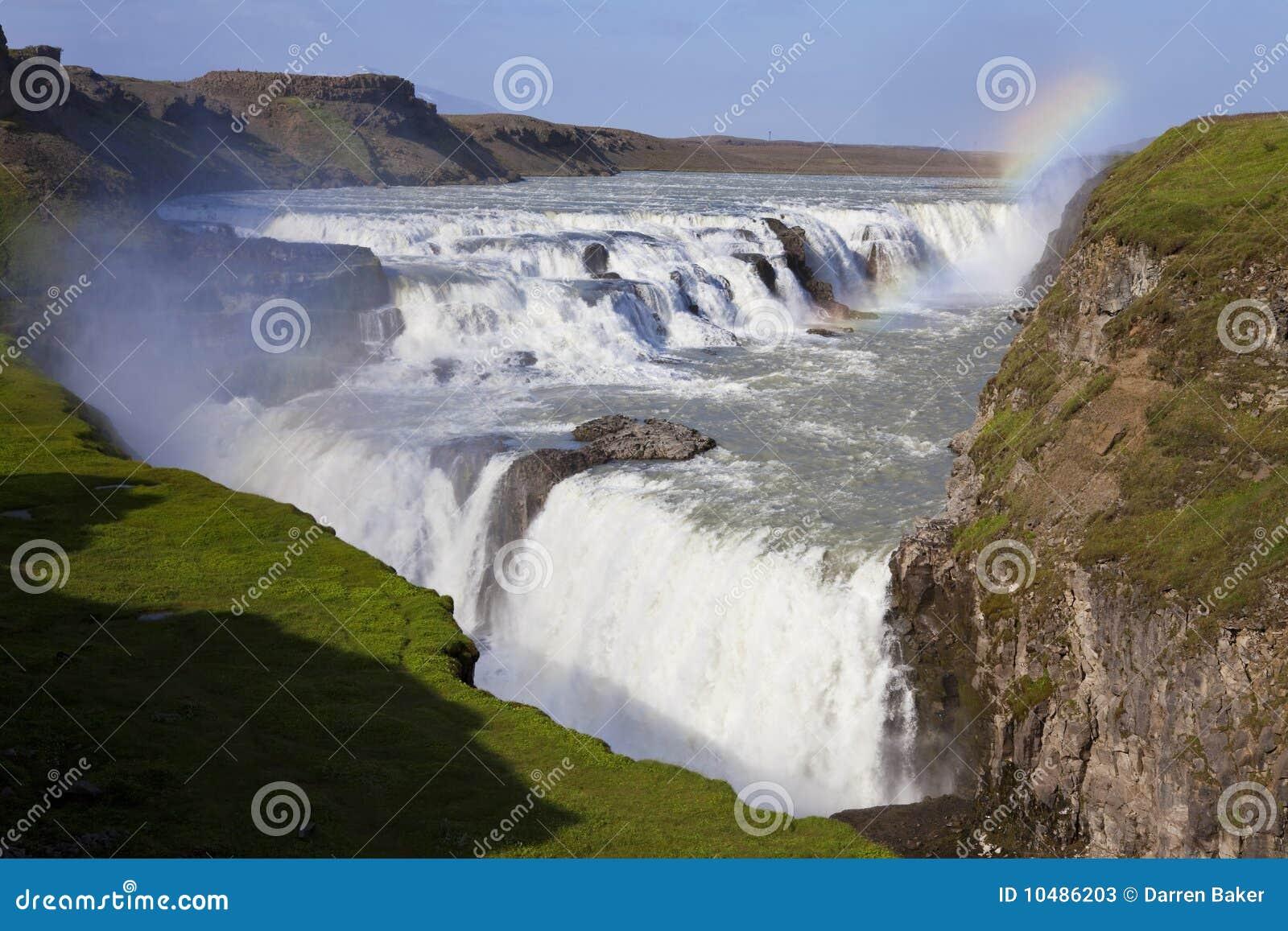 在彩虹瀑布的gullfoss冰岛