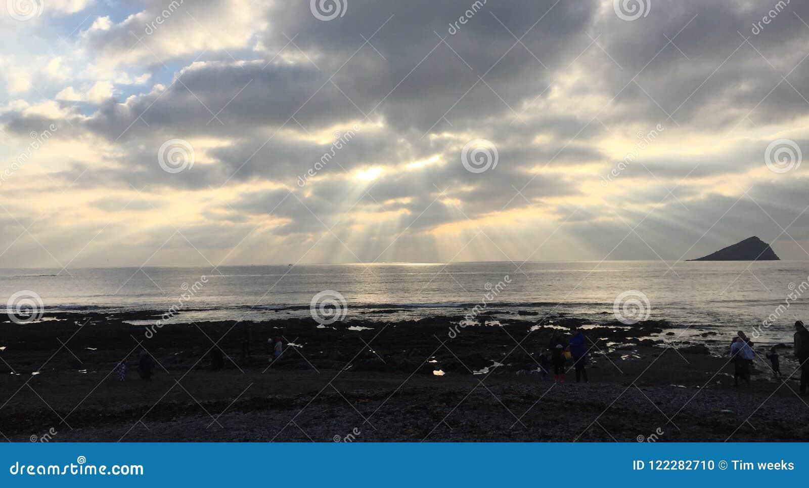 在德文郡海滩的天堂般的地平线