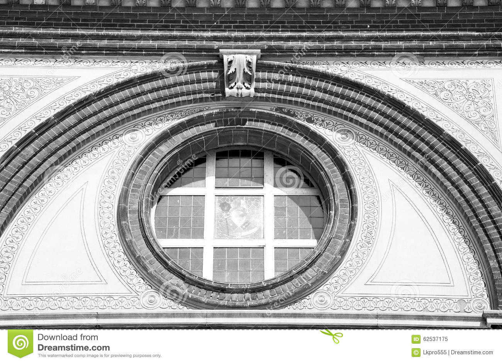 在意大利欧洲大理石和圆花窗的古色古香的contruction w