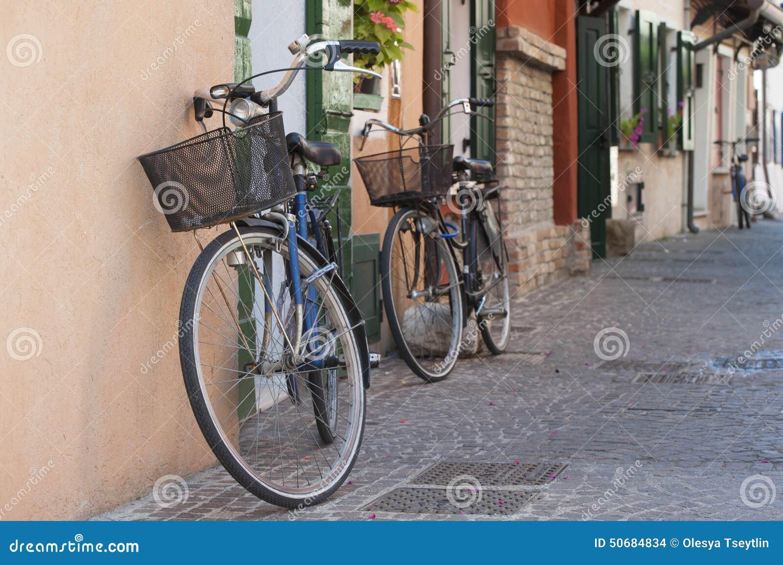 Download 在意大利街道上的自行车 库存照片. 图片 包括有 颜色, 街道, 五颜六色, 乐趣, 骑自行车的人, 生态 - 50684834