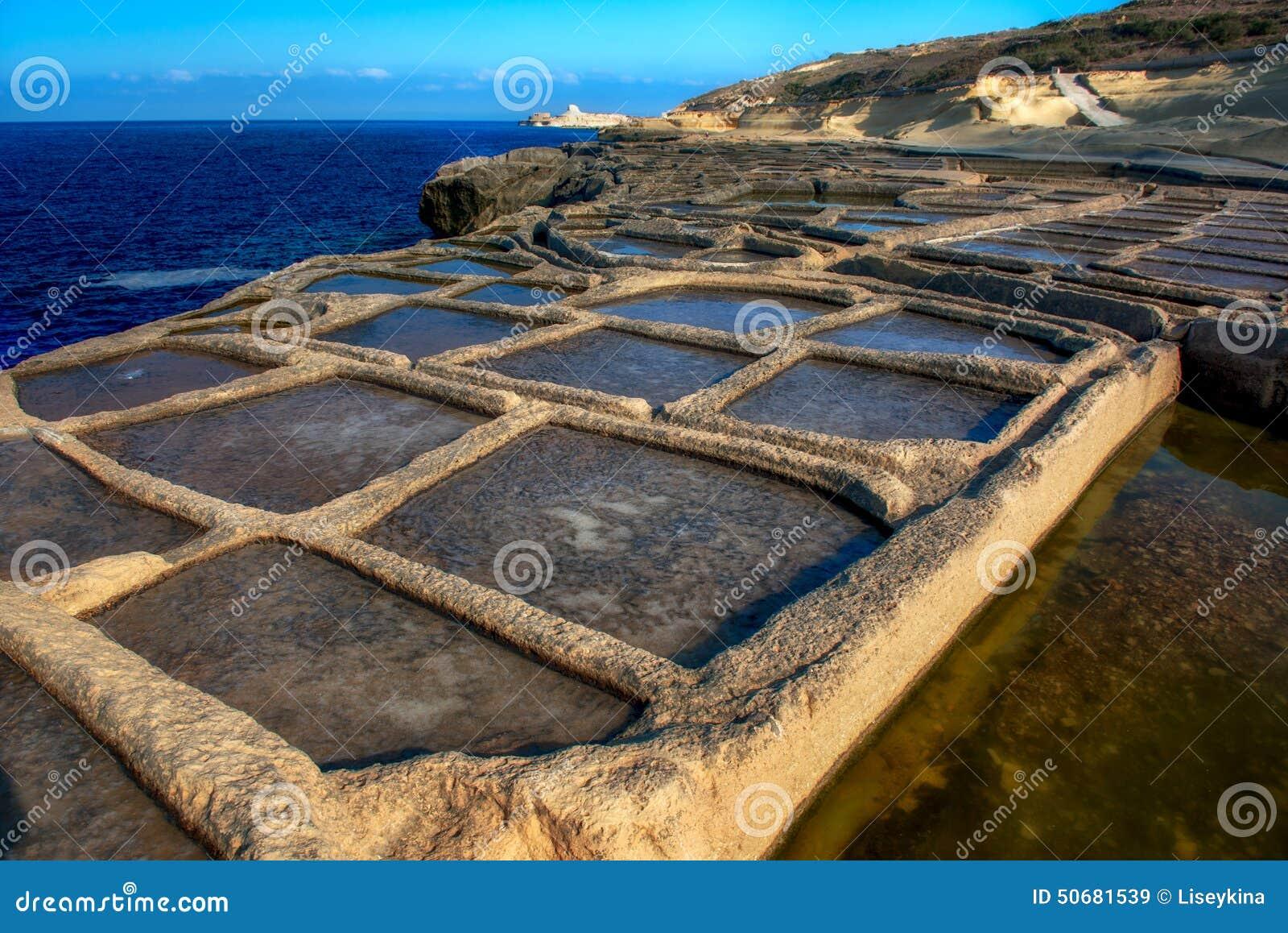 Download 在戈佐岛海岛上的盐单块玻璃 库存图片. 图片 包括有 盐水, 海岛, 矿物, 海运, 开放, 潮汐, 平底锅 - 50681539