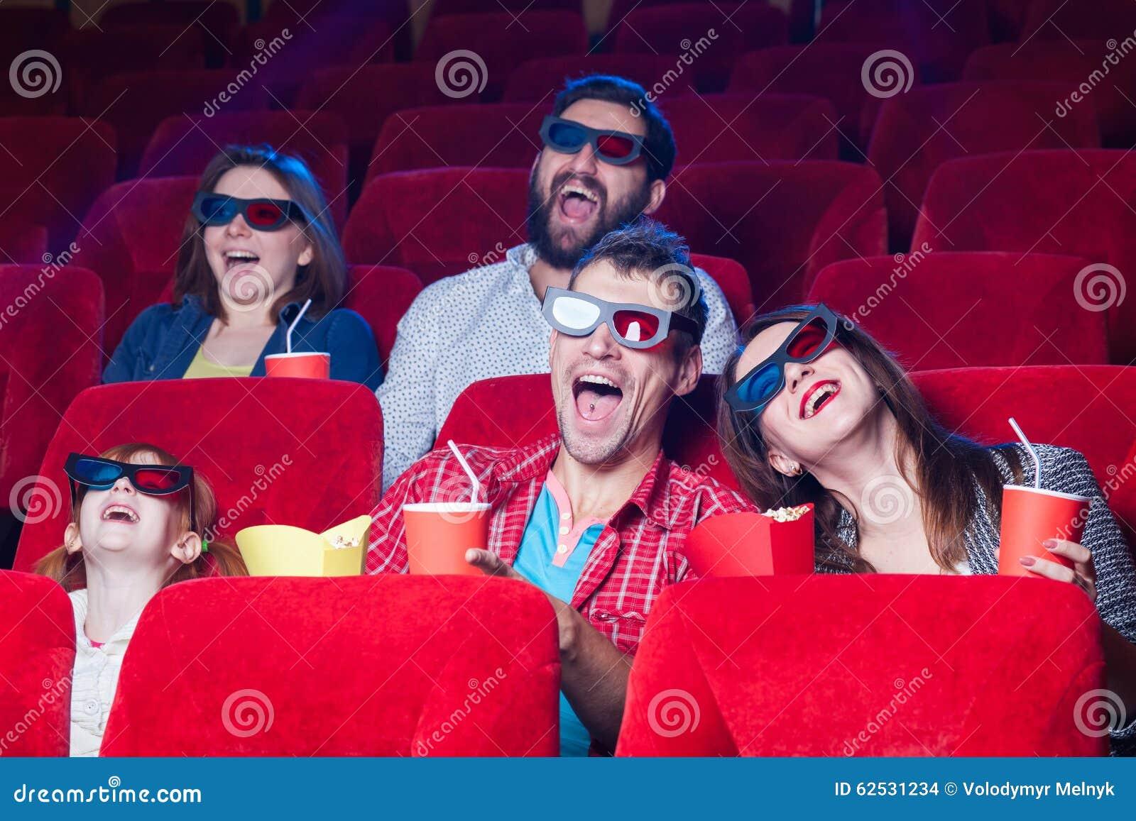 在戏院的人民的情感