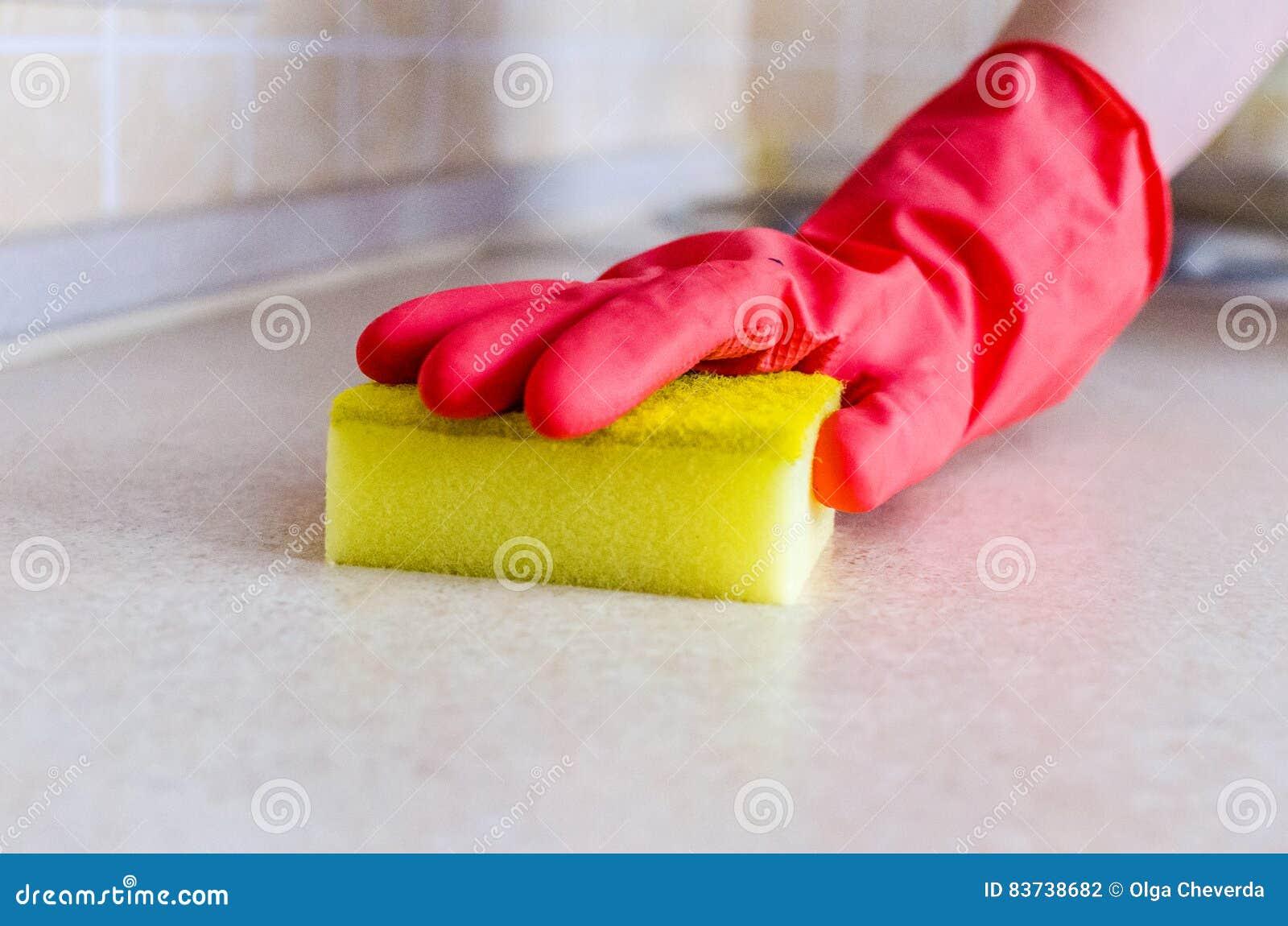 在手套抹的手