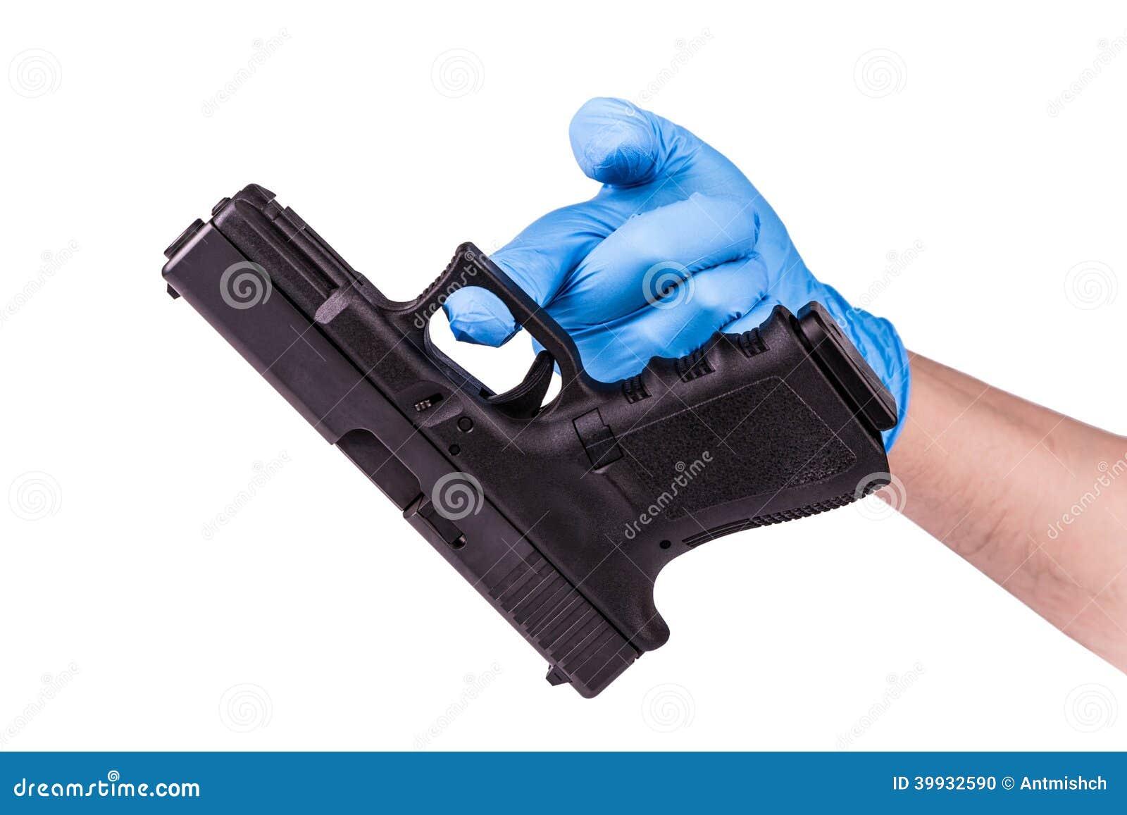 在手套的手保留手枪