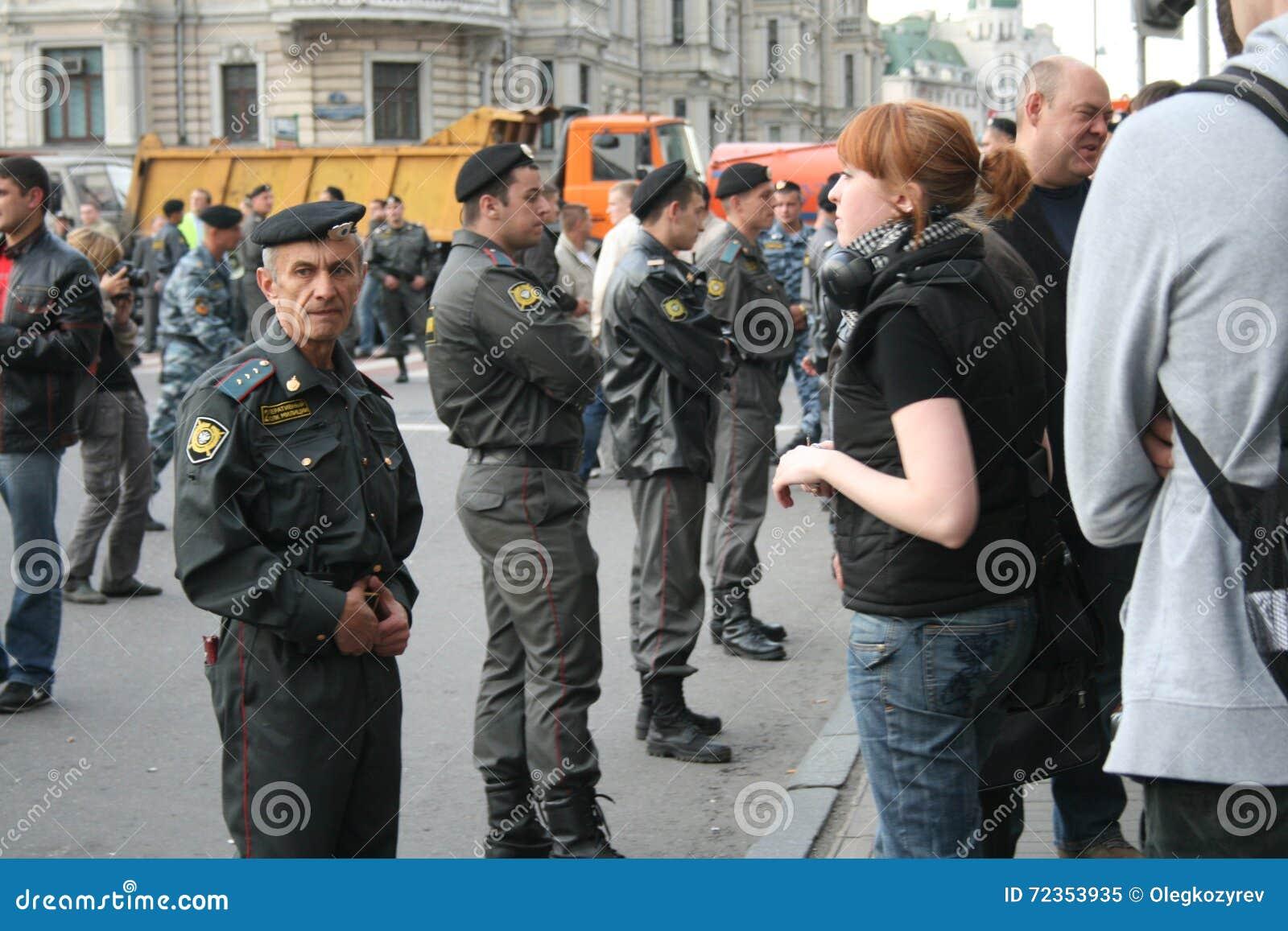 在抗议战略31期间的俄国警察