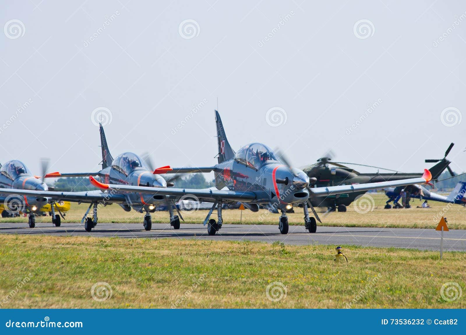 在拉多姆Airshow,波兰的Orlik形成