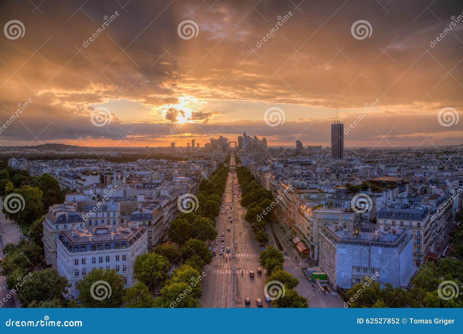 在拉德芳斯,巴黎的日落