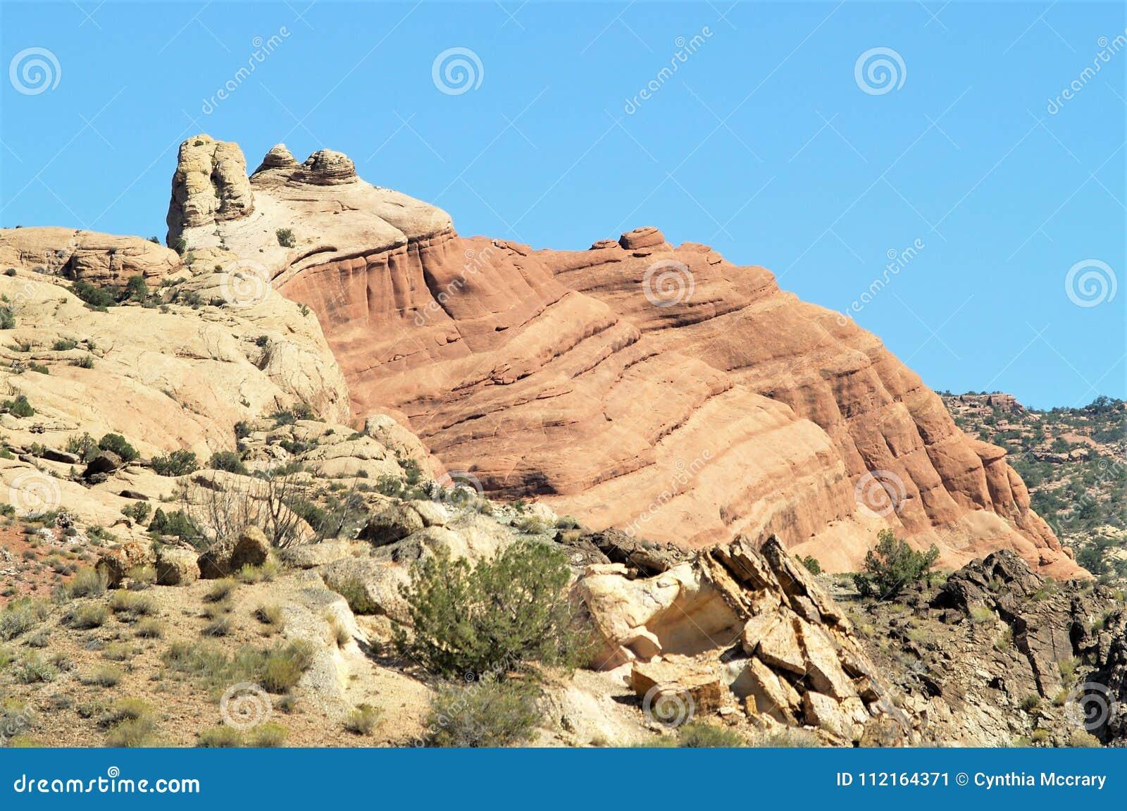在拱门国家公园的岩层在犹他