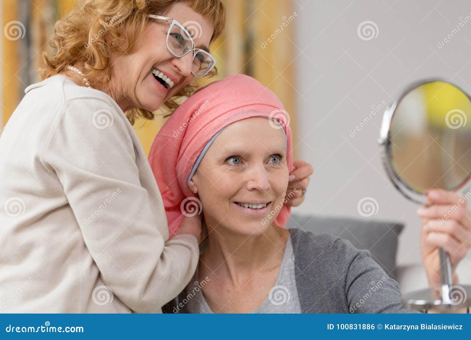 在接受围巾的化疗以后的妇女