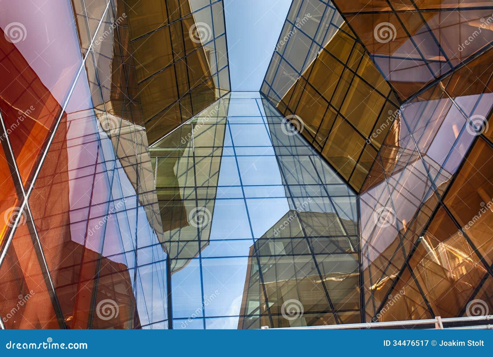 在摘要的现代玻璃大厦