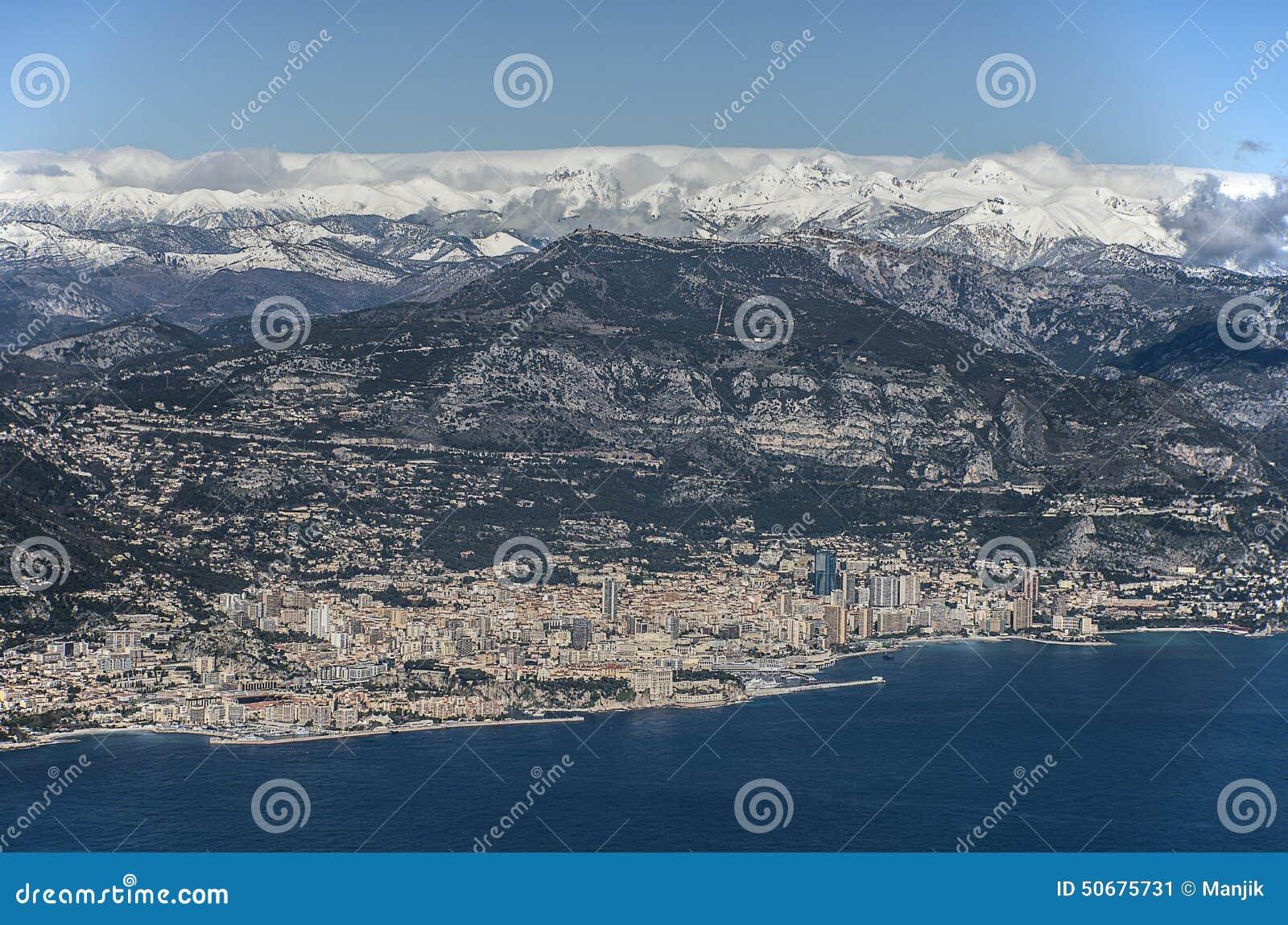 Download 在摩纳哥的鸟瞰图 库存图片. 图片 包括有 蓝色, 拱道, 豪华, 天蓝色的, 海岸线, 布琼布拉, 著名 - 50675731