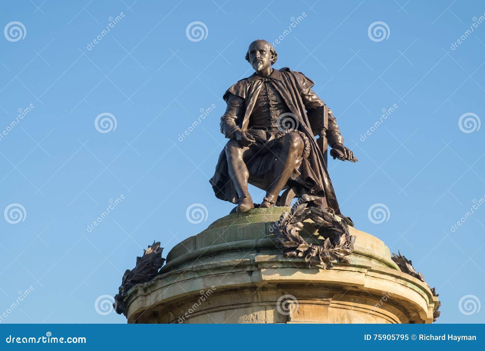 在斯特拉福在Avon的威廉・莎士比亚纪念碑