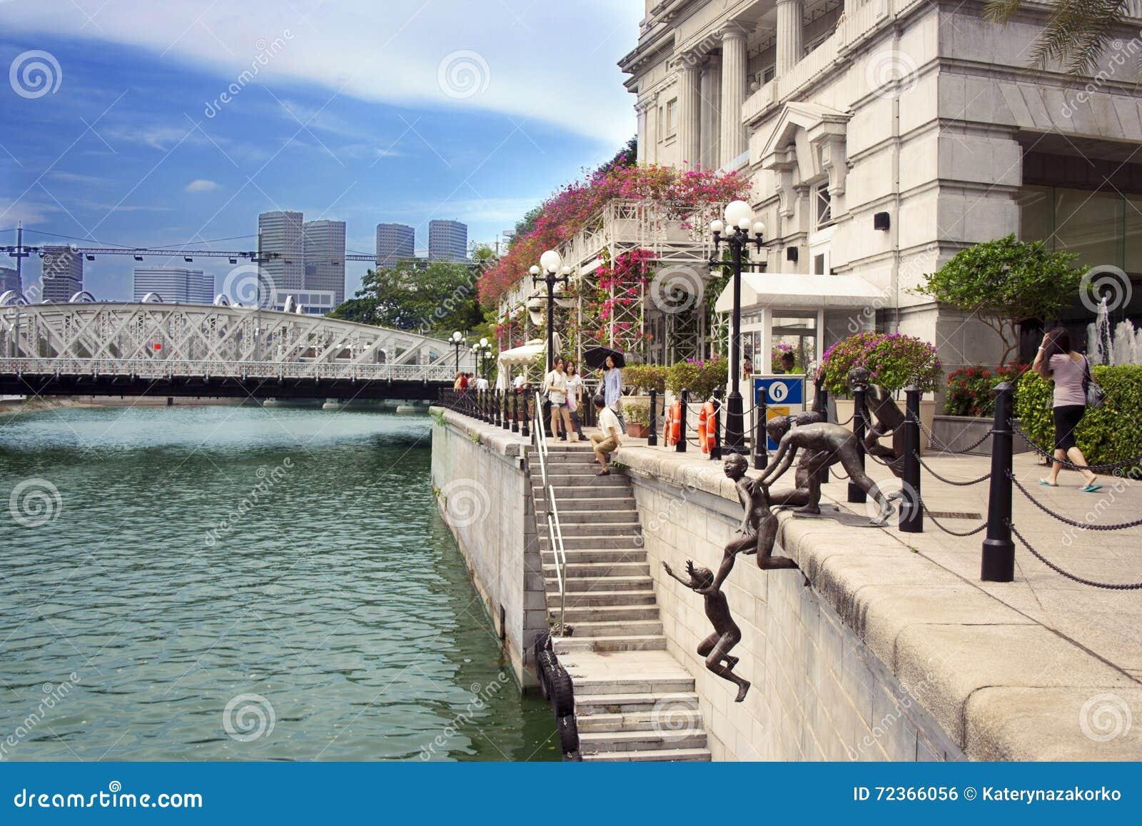 在新加坡河, Singapor的第一代雕塑