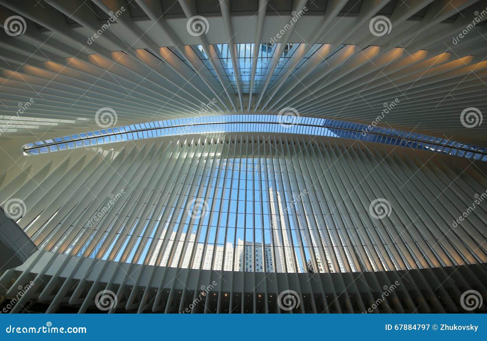 在新的世界贸易中心运输的Oculus里面插孔由圣地牙哥・卡拉特拉瓦设计了