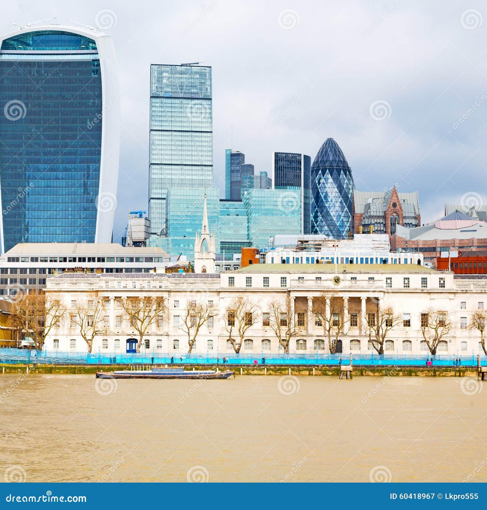 在新的修造的伦敦摩天大楼财政区