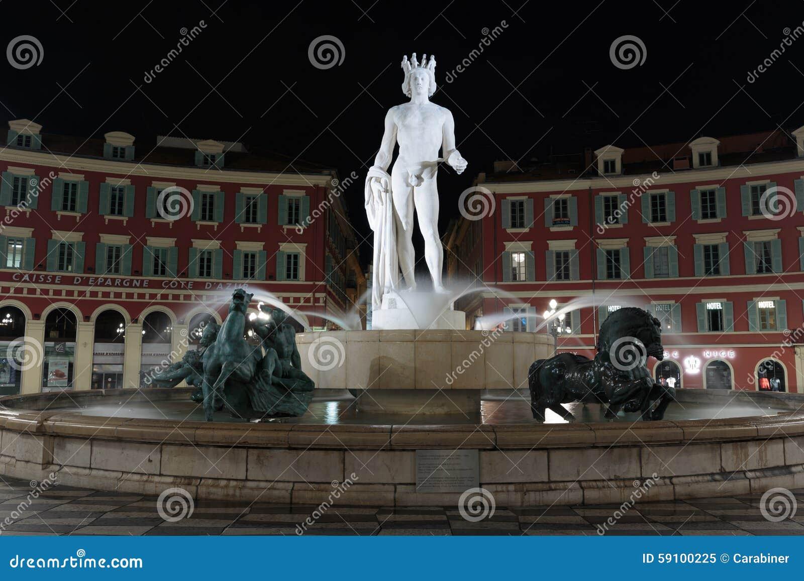 在方形的Masena的喷泉在尼斯