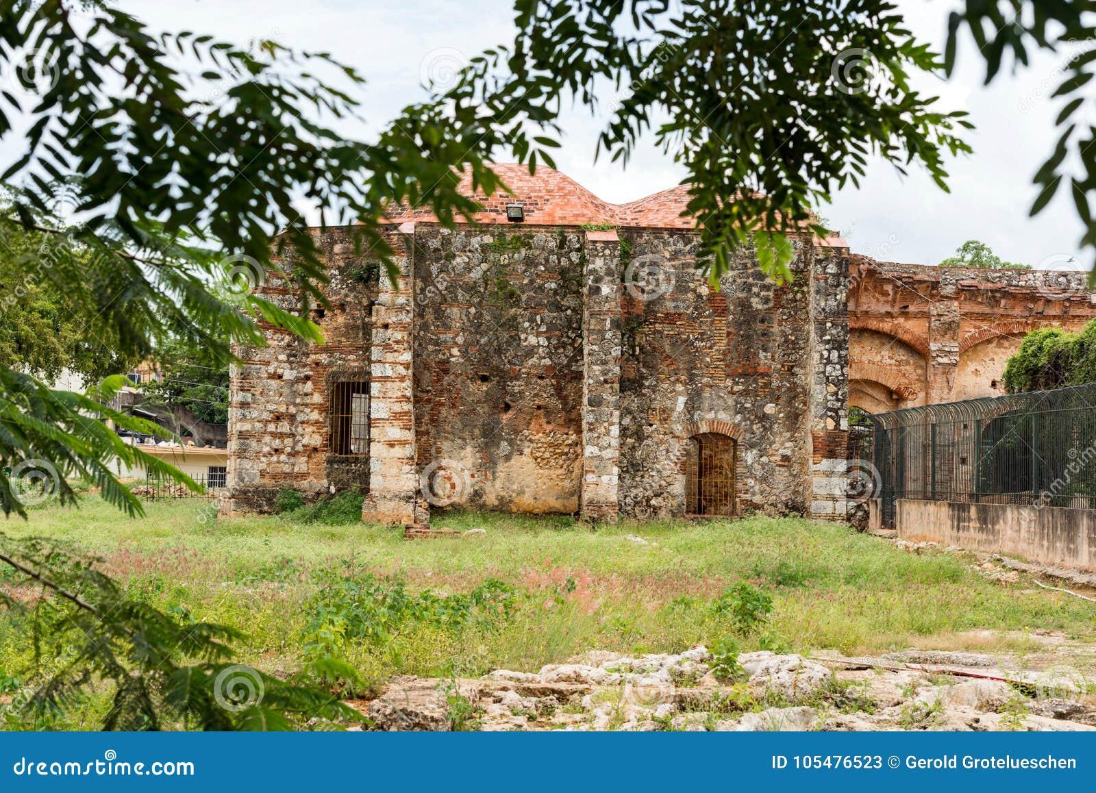 在方济会修道院,圣多明哥,多米尼加共和国的废墟的看法 复制文本的空间