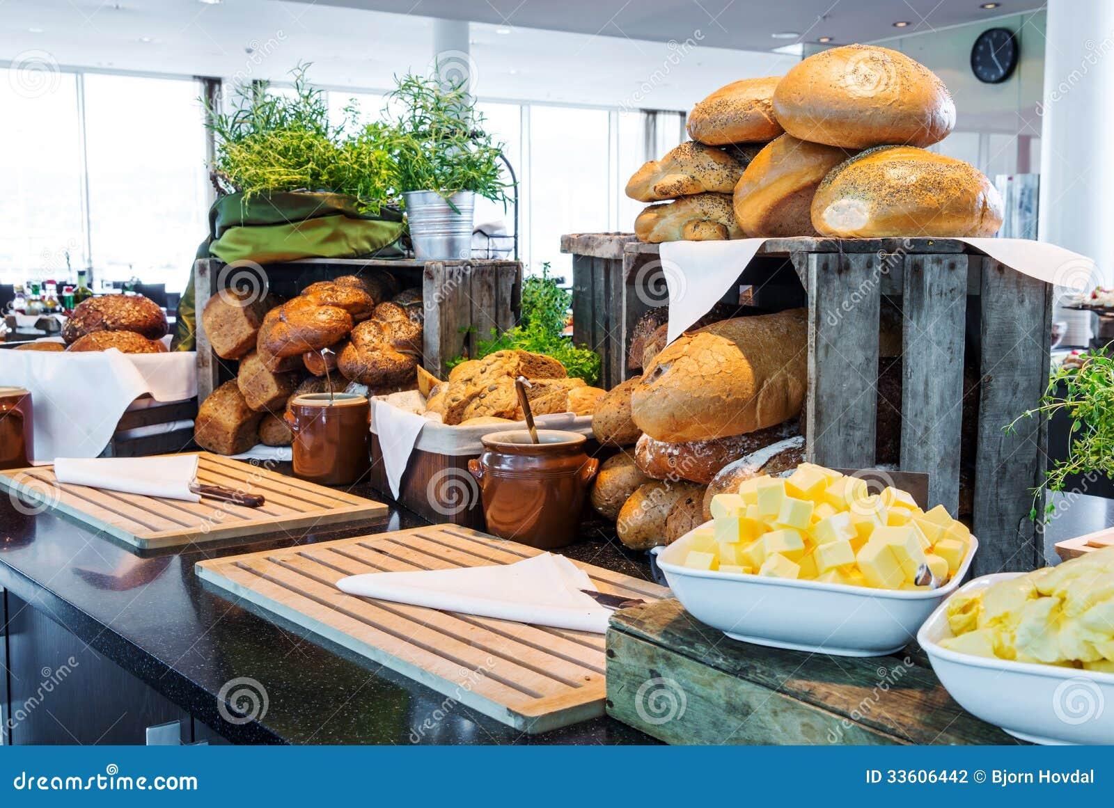 在旅馆自助餐的面包显示