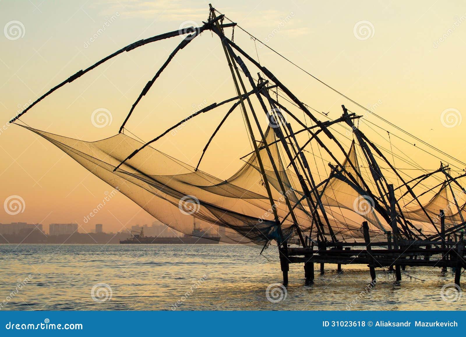 在日出的中国捕鱼网在科钦(堡垒高知)
