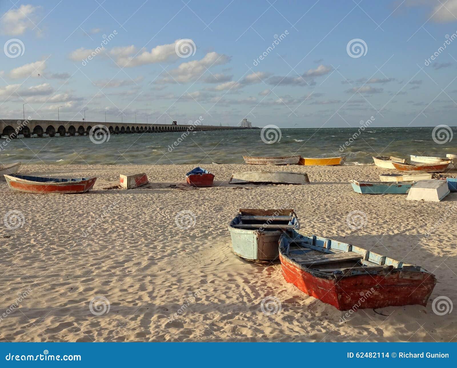 在日落的划艇