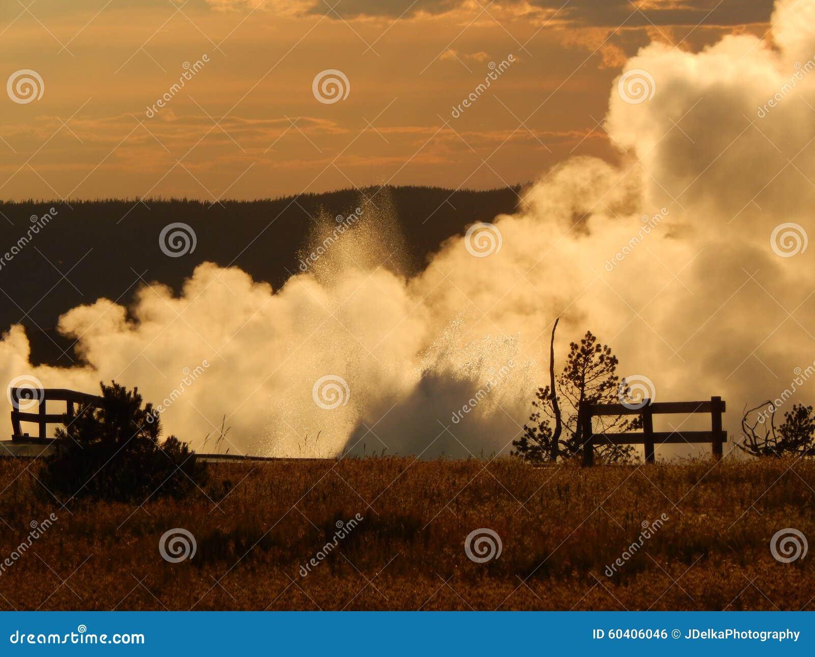 在日落的喷泉疾风